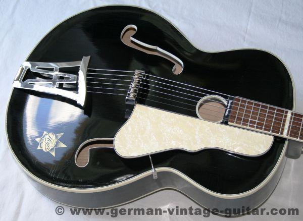 """Jazzgitarre Hoyer """"Herr im Frack"""" von 1957, restaurierter Topzustand"""