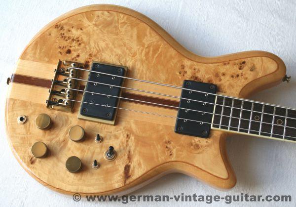 Hoyer Eagle Bass von 1980, nie gespielter Neuzustand, makellos und im Originalkoffer