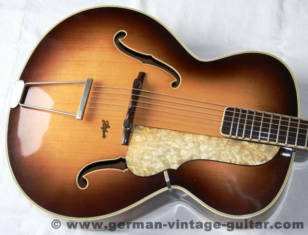 Jazz-/Schlaggitarre Höfner 457, ca. 1955-57, original und komplett, Top-Zustand