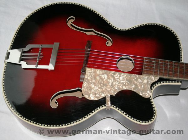 """Jazzgitarre Hüttl """"Pique Dame"""", um 1960, wunderschön, unrestaurierter Originalzustand"""