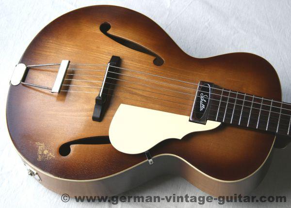 Jazz-/Schlaggitarre Framus Calypso F5/50 von 1952, mit Schaller-Tonabnehmer
